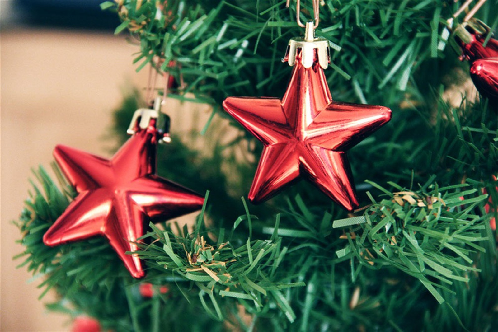 Efficient Employee Scheduling During the Holidays